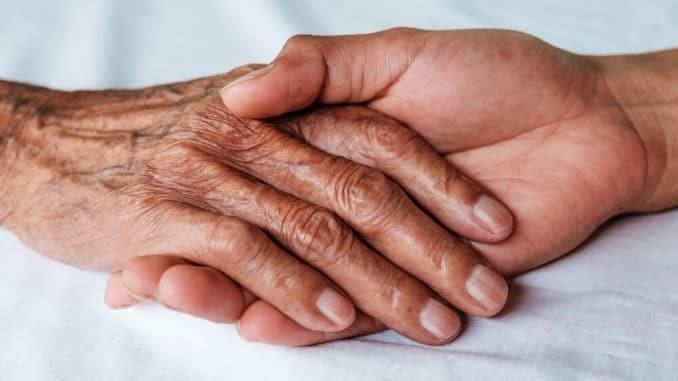 Морщины на пальцах рук: причины и лечение
